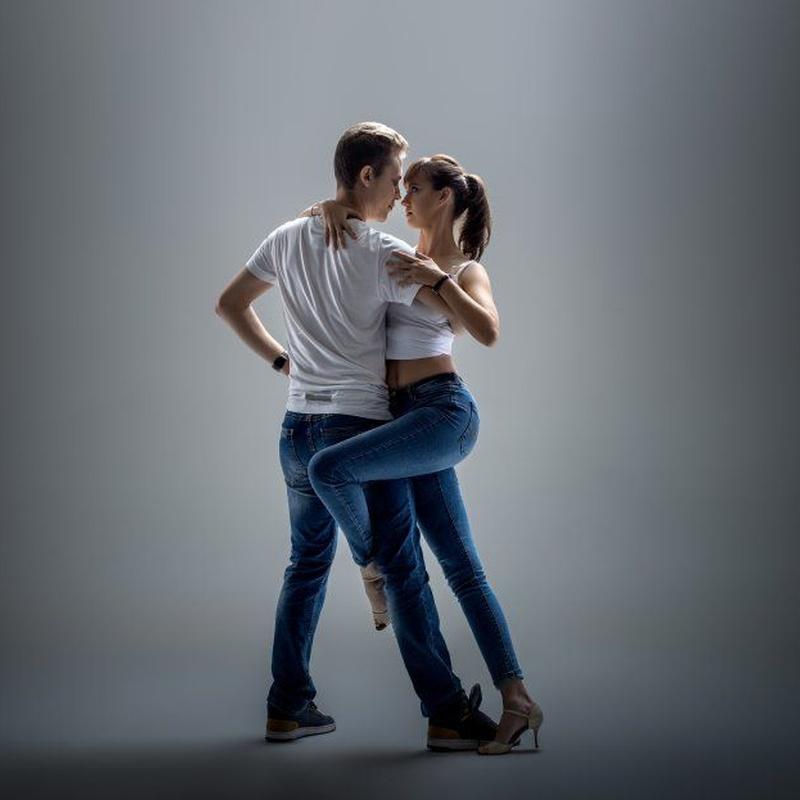 Bailes latinos: Servicios de CAB - Baile