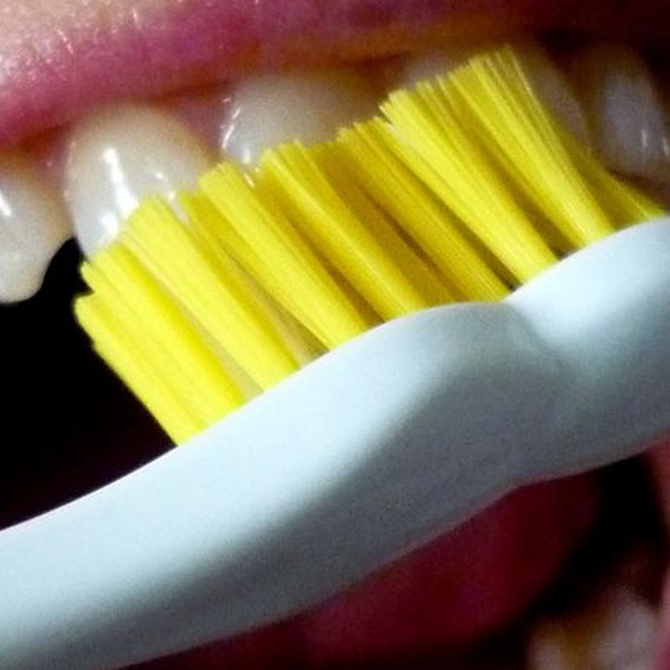 La higiene bucodental, imprescindible tras una periodoncia