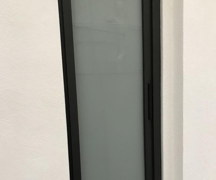Ventana aluminio con rotura puente térmico hoja oculta bisagra oculta