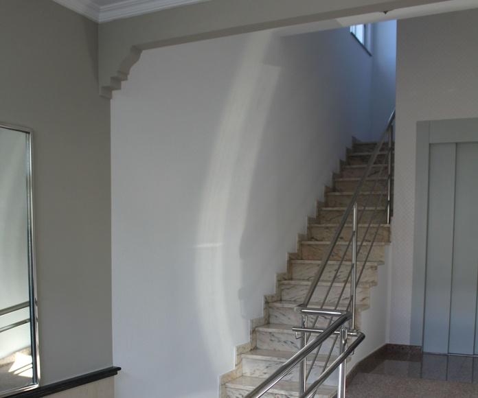 Instalación de ascensor y adaptación de portal: Servicios de Alupati Construcciones