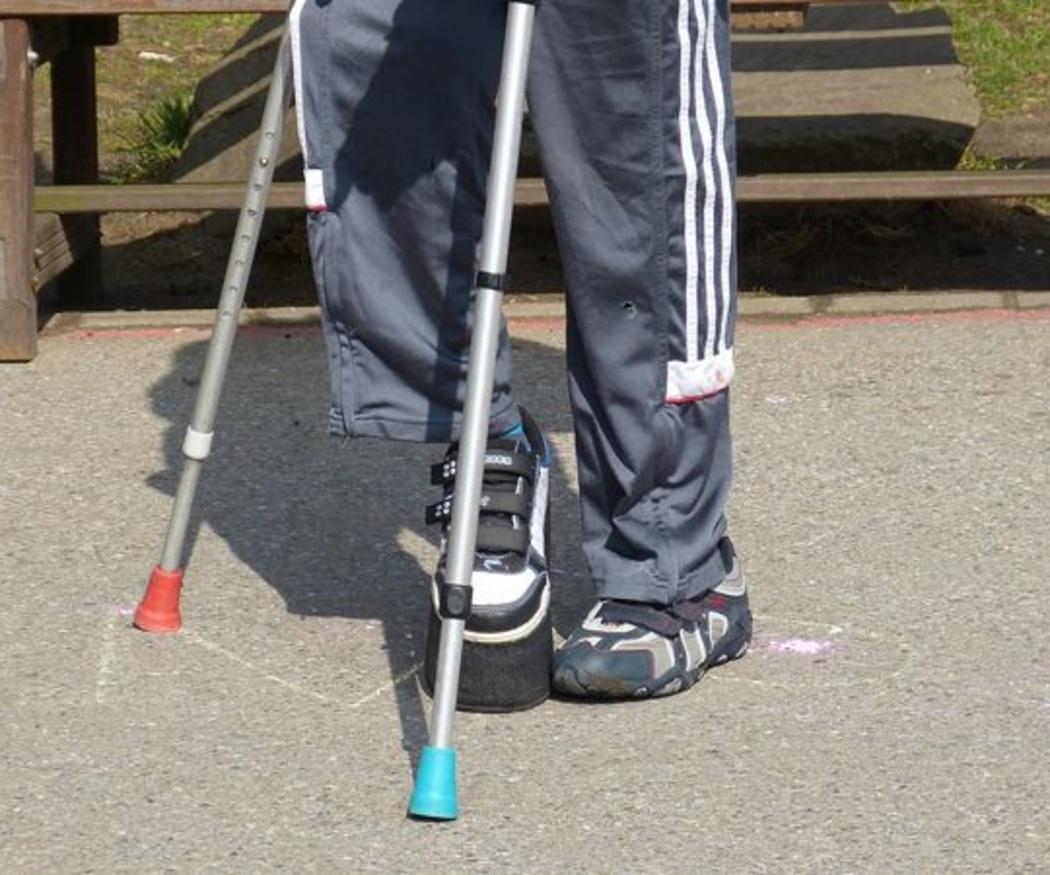 Aprendiendo a caminar con unas muletas