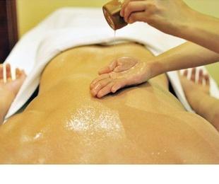 Masaje corporal con aceite