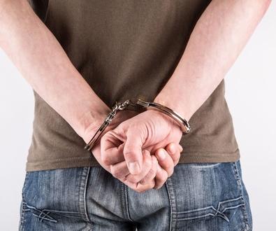 Absuelto de delito de violencia de genereo al no  probarse por la mujer denunciante que fueron parej