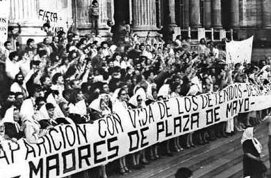 30 de abril primera manifestación Madres Plaza de Mayo