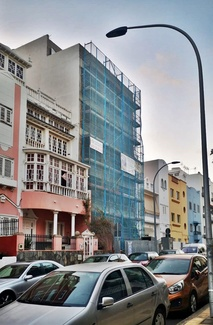 Reforma de fachada con andamio tubular super. Calle Zurbarán. Santa Cruz de Tenerife.