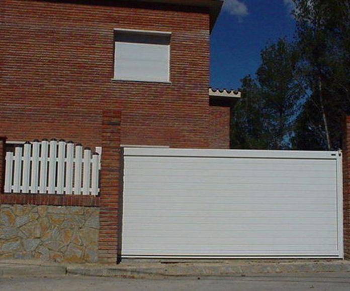 A96 Puerta corredera de aluminio y valla combinada