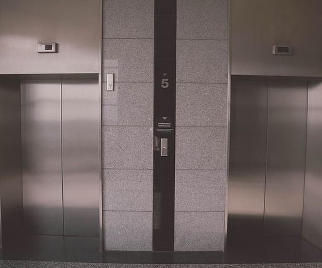 Elementos de seguridad en un ascensor