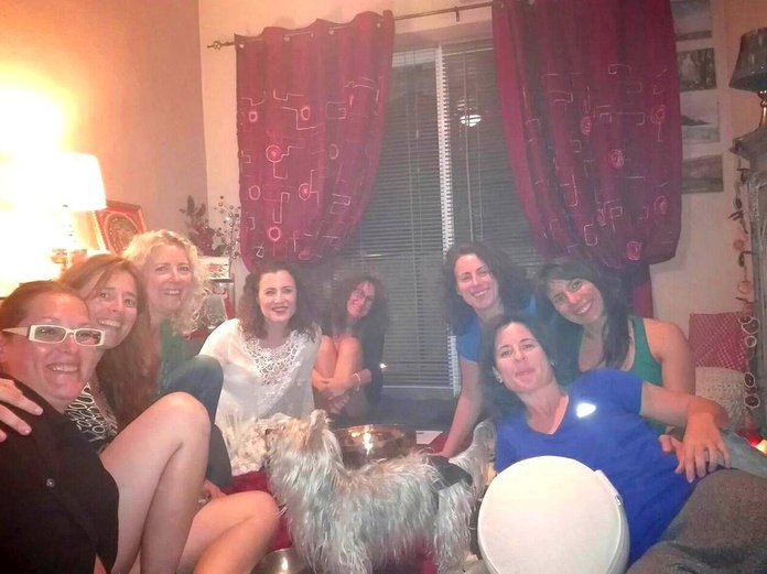 Círculo de Mujeres en la Sala Roja