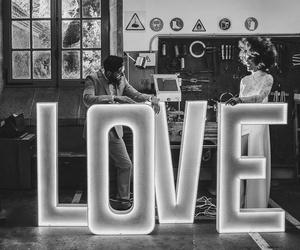 Composición LOVE luz led
