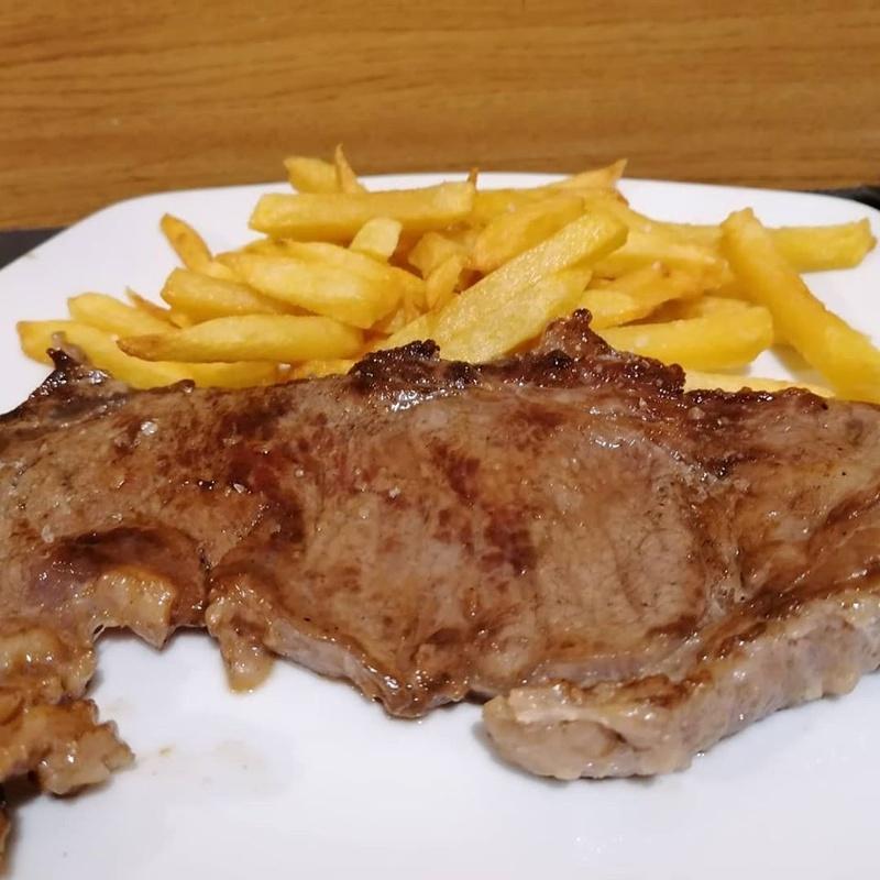 Pescados, carnes y ensaladas:  de Balcón de Floreano