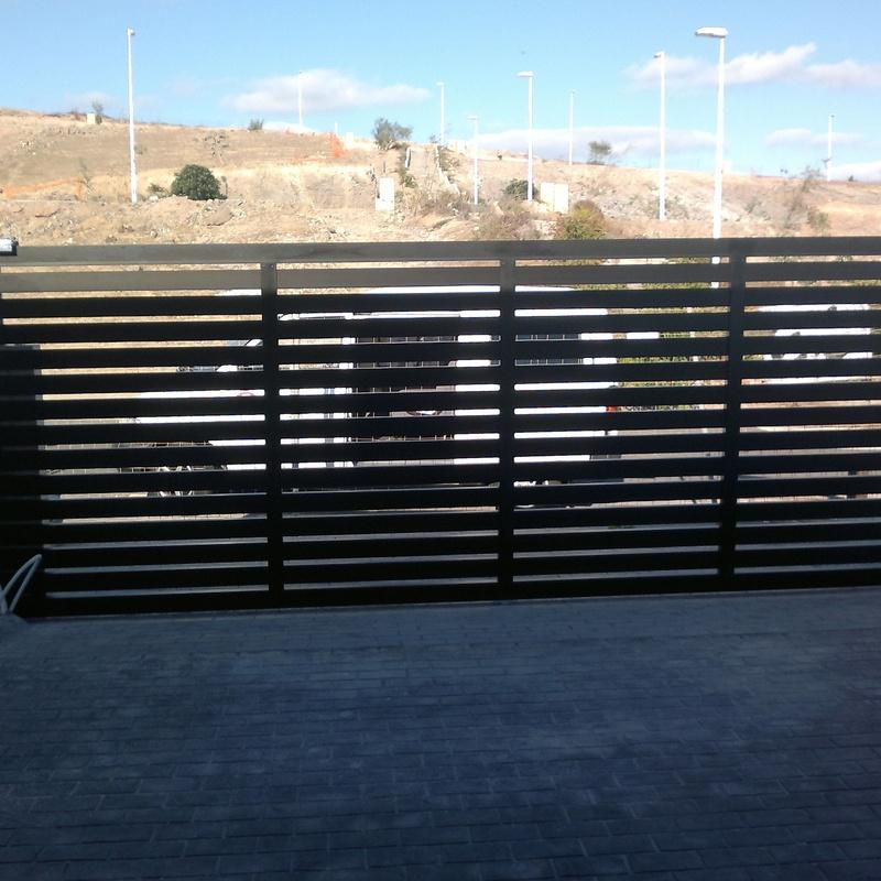 Puertas de garaje: Servicios de Aluminios Benilan