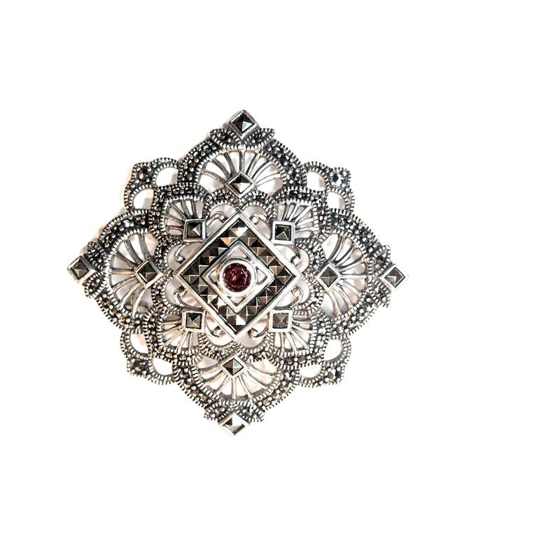 Broche en Plata de 1º Ley con Marcasitas y Granate Ref. AB-293/09: Catálogo de Antigua Joyeros