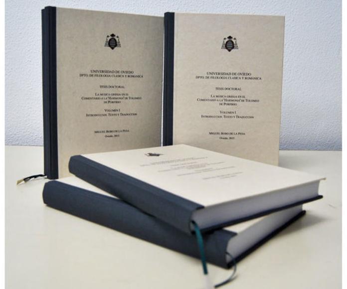 Encuadernación de tesis doctoral en tela gris y papel apergaminado. La portada se ha estampado digitalmente. Se ha incorporado un punto de libro para facilitar la lectura.