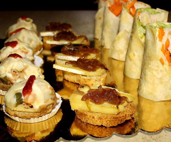 Catering: Especialidades de PASTELERIA LORENA:    Confiteria, Bomboneria, Pasteleria, Cafeteria, Comida para llevar, Regalos,