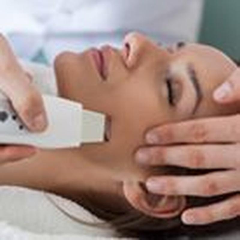 Higiene facial con pala ultrasonido: Servicios de Centro de Estética y Masajes María Deníz