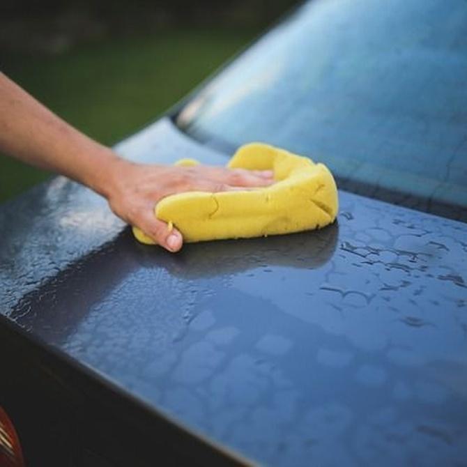 ¿Cómo debemos limpiar el coche?