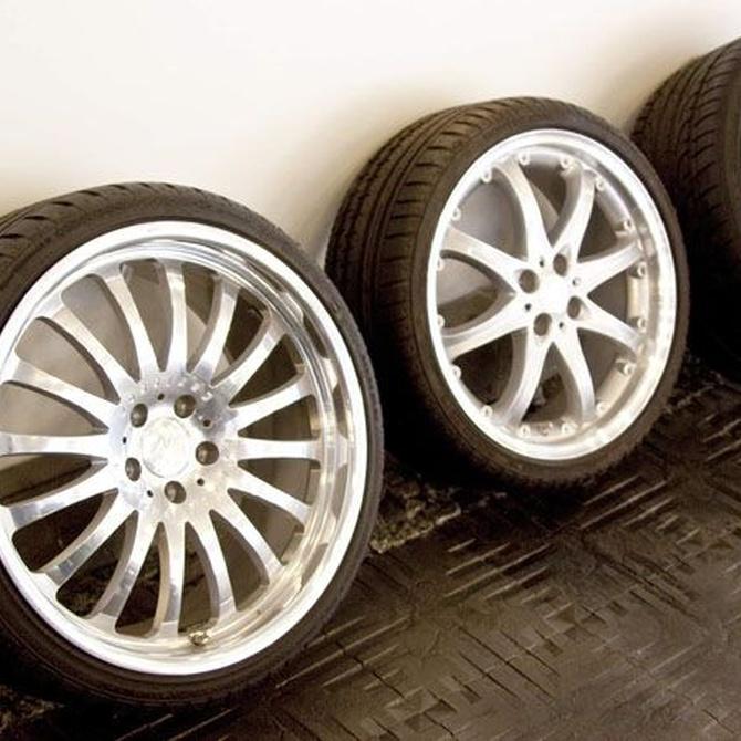 Neumáticos de repuesto antes de emprender un viaje