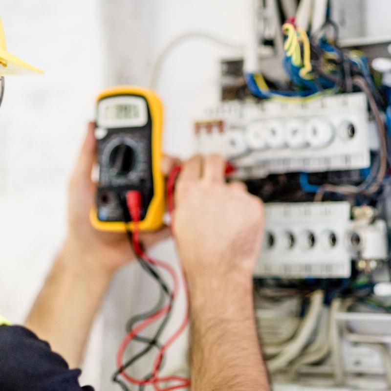 Instalaciones eléctricas en baja tensión: Servicios de Vegaluz, S.L.