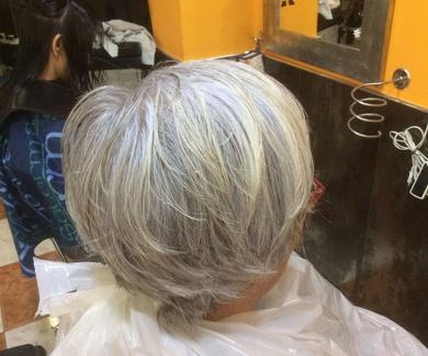 El pelo blanco también es moda