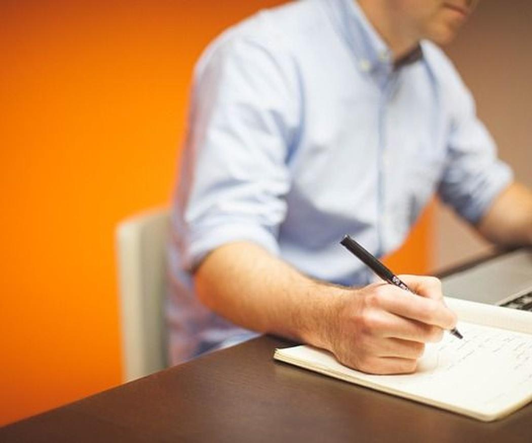 La buena postura y la ergonomía en la oficina