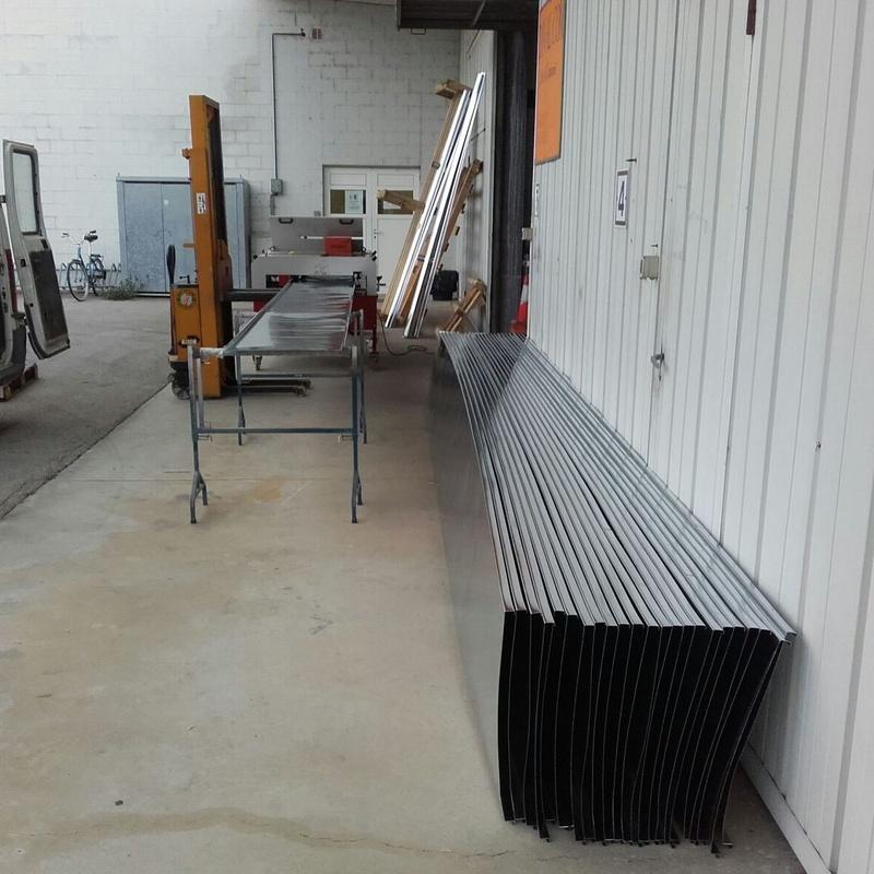 Fabricación de bandejas de zinc natural para cubierta en Girona