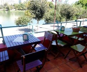 Restaurante con terraza junto al Guadalquivir en Triana