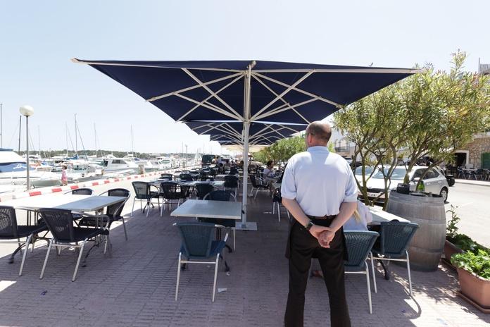 Restaurante con terraza frente al mar