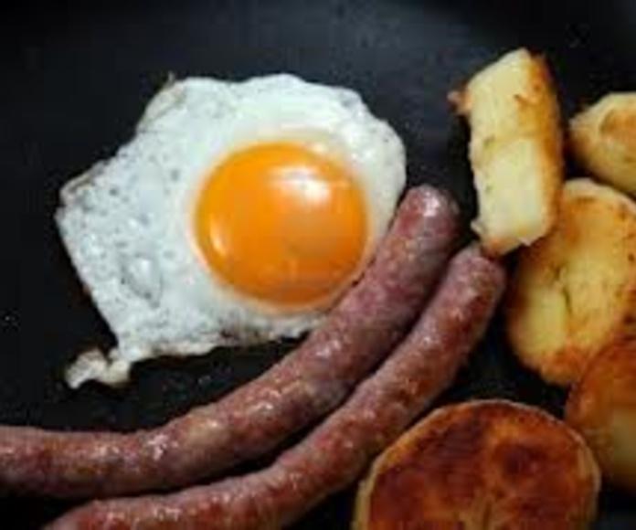 Salchicha, papas fritas y huevo frito: Nuestra Carta de Happy Burger