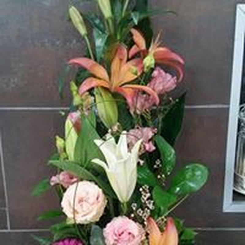 Centros y cestas de flores: TIENDA ONLINE Y CATÁLOGO de Floristería y Regalos Caprichos Parla