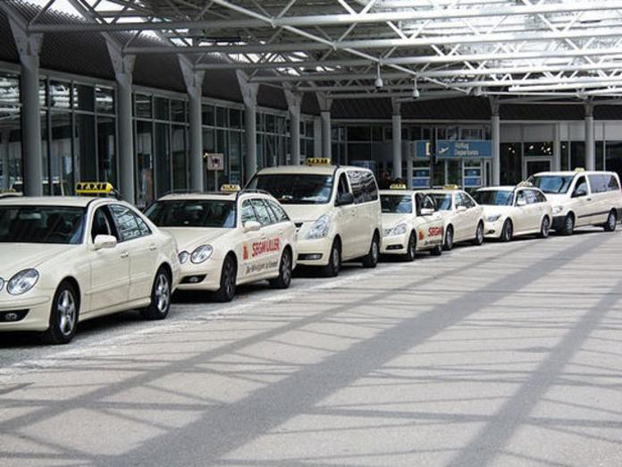 Traslado al aeropuerto: Servicios de Taxi Montblanc
