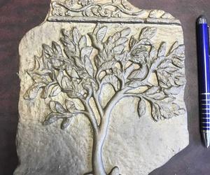 Pieza decorativa con motivo romano fundida en latón