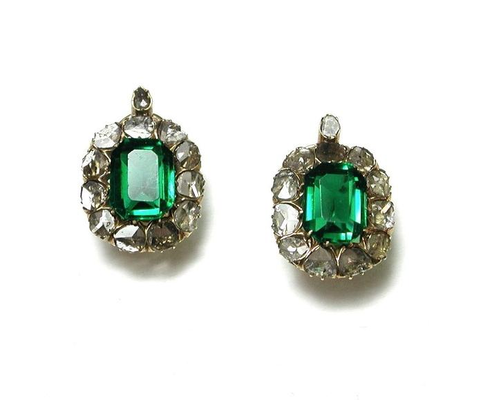 Pendientes de oro de 18k con diamantes y vidrios verdes. S. XIX.: Catálogo de Antigua Joyeros