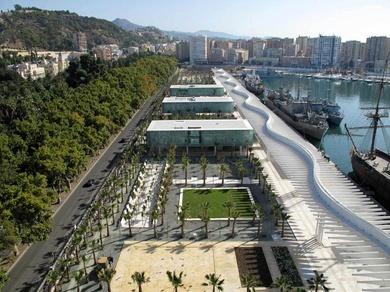 Nuevos paseos en el Puerto de Málaga: del sosiego al bullicio