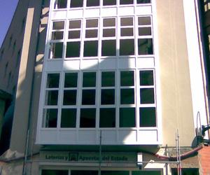Ventanas de Aluminio blanco en edificio