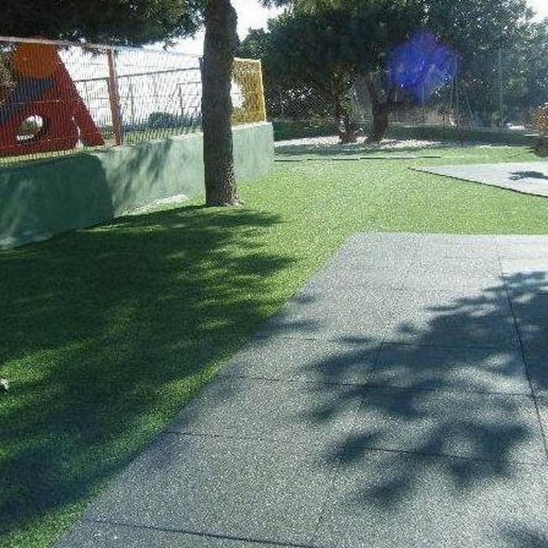 Parque infantil en colegio Alfinach