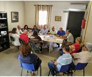 """El Ayuntamiento de Linares se reune con la Federacion Linarense """"AGRUPA.T"""""""