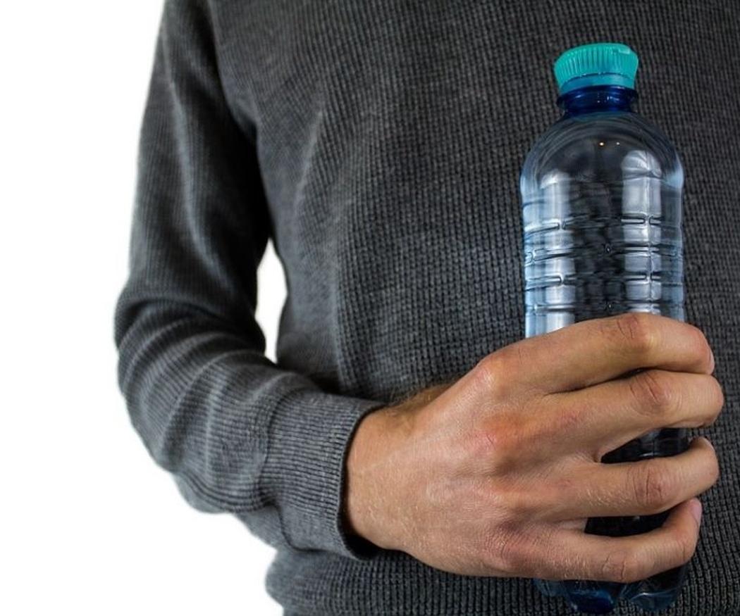 La importancia del agua en la dieta diaria de los mayores