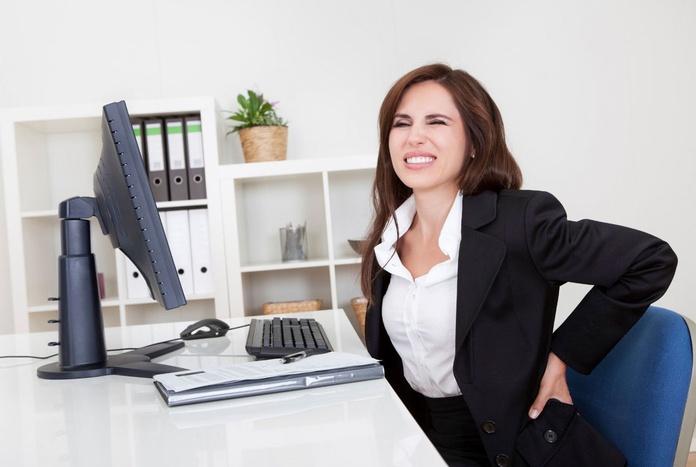 Cómo evitar los riesgos para la salud de pasar ocho horas sentados