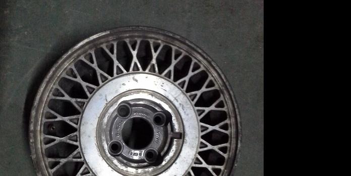 Llantas de aluminio de Renault en R-14 de 4 tornillos en Desguaces Clemente de Albacete