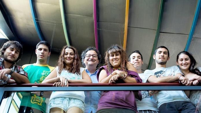 ALUMNOS: Servicios e información de Escuela de Arte Elena de la Cruz