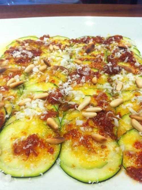 Carpaccio de Calabacín, Tomate Seco y Parmesano.