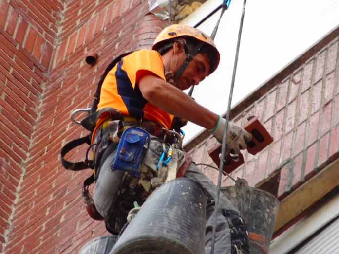 Albañilería y construcción. Reparación con mortero trabajos verticales Santander