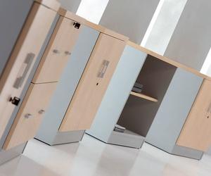 1-Armario oficina de madera bajo con puertas ,cerradura y estante.  Solber