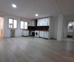 Piso en Juan Montalvo. Fantástico piso de 114 m². Exterior con terraza.
