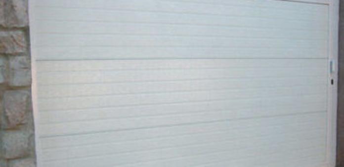 Reparación de puertas de garaje: Servicios de Cerrajero del Barrio
