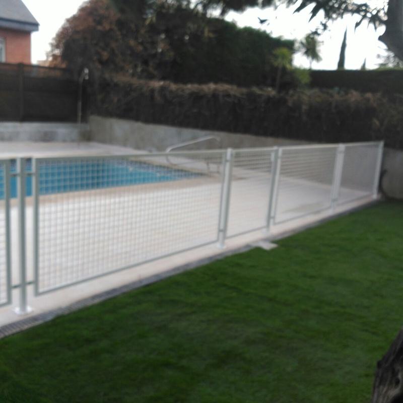 Cerramiento de piscina: Servicios y Productos de Cerrajería Avelino Izquierdo, S.L.