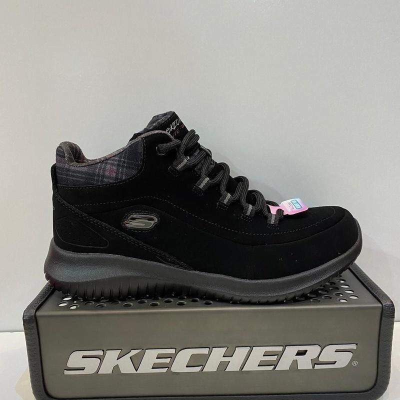 Botina esportiva de dona, de la marca Skechers: Catálogo de Calçats Llinàs
