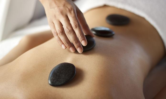 Masaje con Piedras Calientes: Servicios de Jacaranda Herbolario