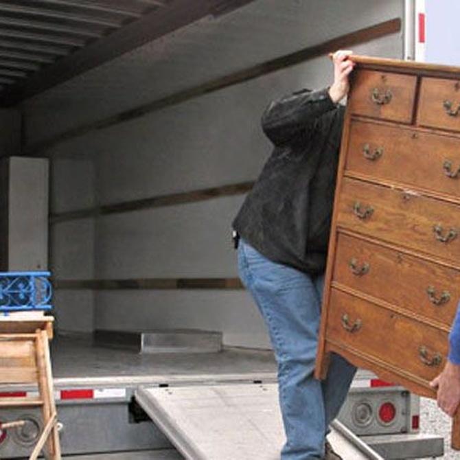 Cargando el camión de mudanzas