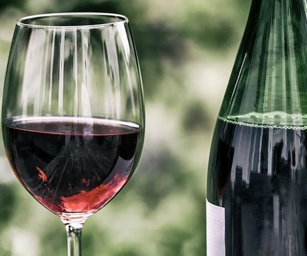 Beneficios desconocidos del vino tinto
